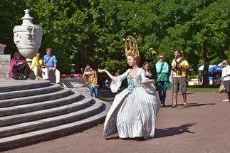 85-летний юбилей ЦПКиО отметят грандиозным праздником с балетом и кинопоказами  В год своего 85-летнего юбилея живописный уголок города ЦПКиО имени С. М. Кирова подарит петербуржцам грандиозный праздник «Литература. Музыка. Парк», который охватит сразу несколько частей парка. В восточном углу пройдут поэтические чтения в уютной атмосфере литературных гостиных с красивыми тентами и мягкими креслами. Известные петербуржцы, деятели культуры и искусства, драматические артисты, а также все…