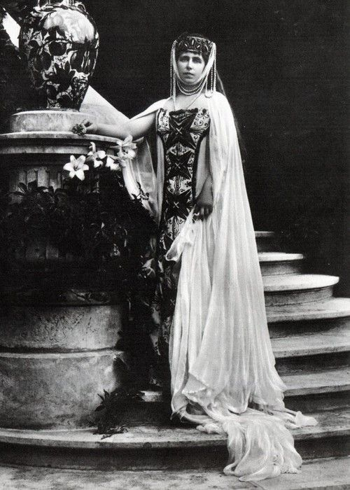 teatimeatwinterpalace:  Marie (Missy), Crown Princess and later Queen of Romania.