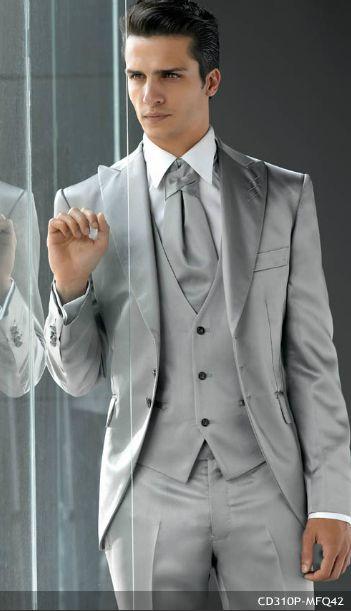 Descubre la diferencia entre chaqué, frac y traje de chaqueta.    Chaqué de Miquel Suay