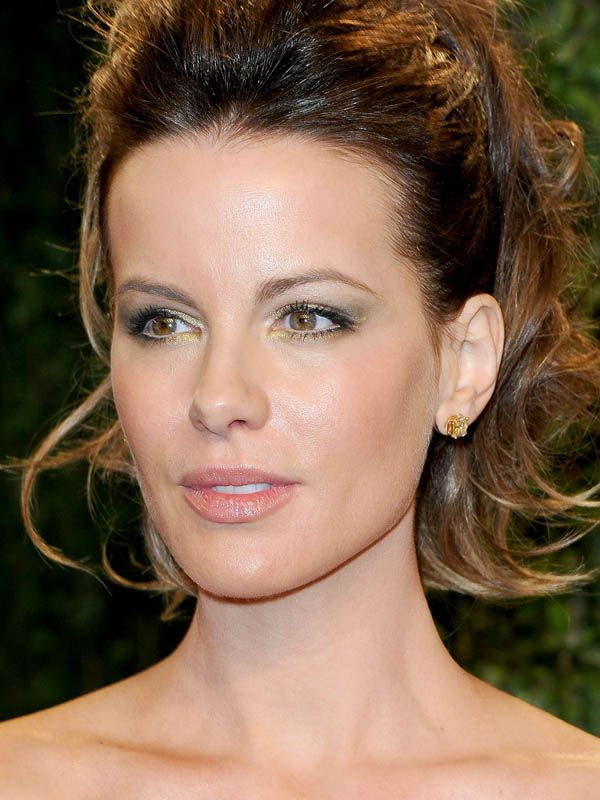 How-to: Kate Beckinsale's sexy golden eyes at the Oscars http://beautyeditor.ca/2013/02/25/how-to-kate-beckinsales-sexy-golden-eyes-at-the-oscars/
