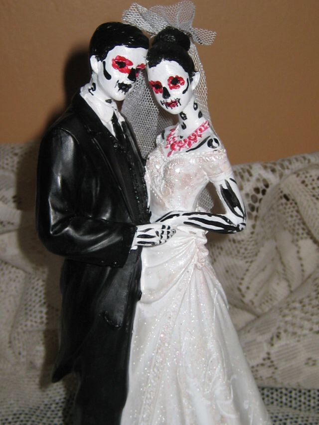 Day of the Dead Wedding Cake Topper / Skeleton / Sugar Skull Wedding cake  Zombie wedding cake topper by AntonisArtAsylum on Etsy https://www.etsy.com/listing/194405664/day-of-the-dead-wedding-cake-topper