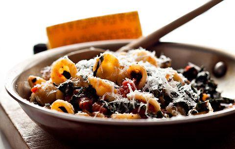 Any excuse to eat kale, yes?: Recipes Lamb, Nyt Cooking, Tomatoes Sauces, Kale Recipes, Arugula Pesto, Cherry Tomatoes, Baking Tomatoes, Arugula Recipes, Cherries Tomatoes
