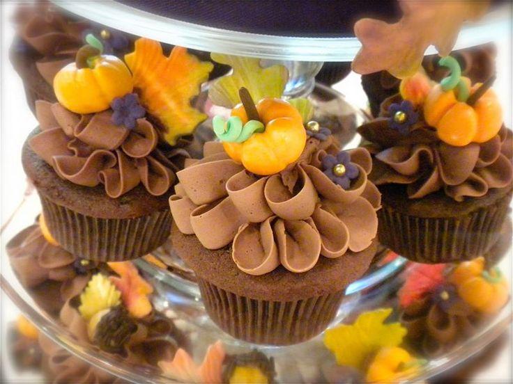 autumn halloween cupcakes - Halloween Inspired Cupcakes