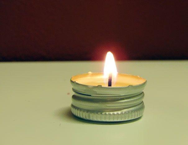 Pullonkorkeista kynttilöitä http://vivas.fi/luovia-ideoita-tavaroiden-kayttoon/