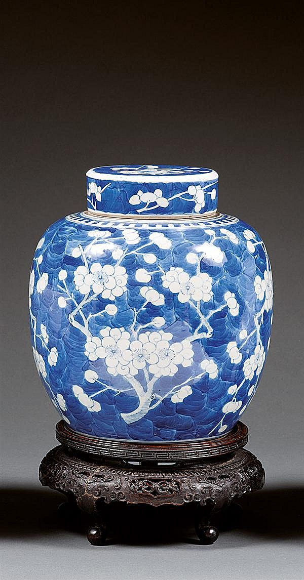 A blue and white jar and cover, China, Qing dynasty, 19th century. H.8 15/16 in.