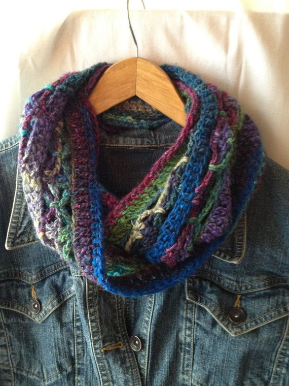 Mobius Scarf Knitting Pattern Free : 17 Best images about Mobius/Knitting on Pinterest Free pattern, Shawl and R...