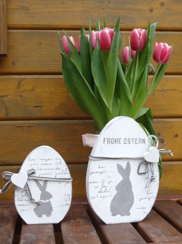 Zwei Dekoeier  Deko Eier im Shabbylook weiß bemalt und liebevoll verziert im Set  großes Ei 19,5cm  kleines Ei 14,5 cm
