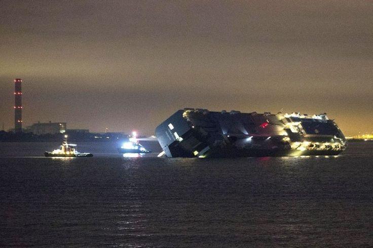 De op een zandbank bij het Zuid-Engelse eiland Wight vastgelopen vrachtboot Höegh Osaka is losgekomen. Het autovrachtschip ontpopte zich afgelopen dagen tot een tijdelijke toeristische trekpleister voor vele opgedaagde toeristen en kijklustigen.