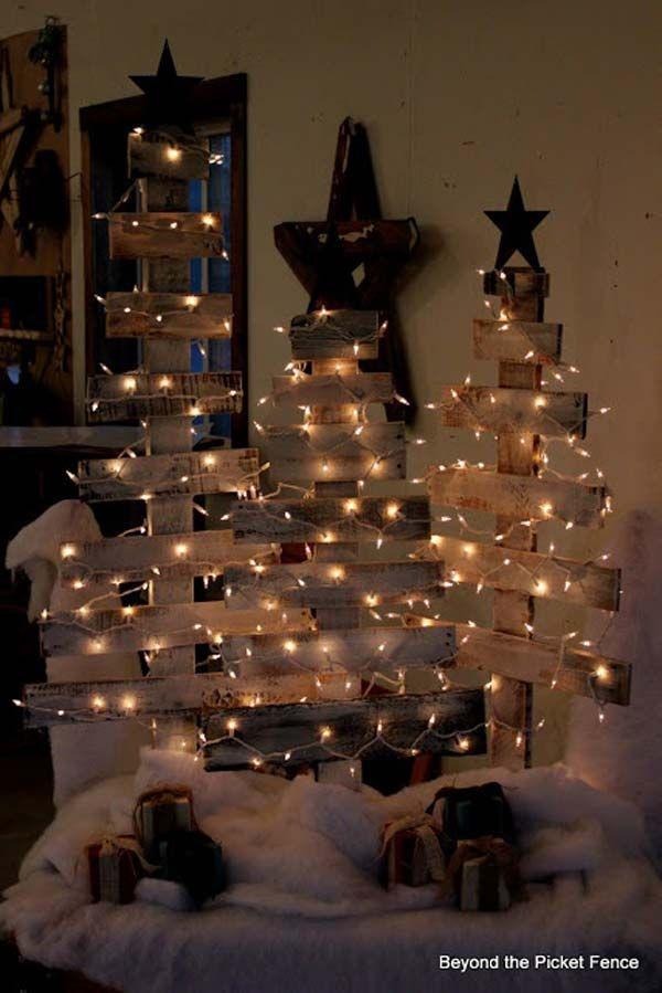 Weihnachtsschmuck für draußen - Tannenbäume/Stern aus Holz mit Lichterkette umwickelt