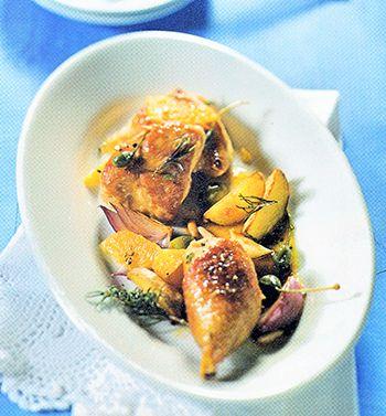 Orangen-Huhn mit Marsala … 1 Brathähnchen (etwa 1,3 kg; küchenfertig vorbereitet) – Salz – frisch gemahlener Pfeffer – 4 Orangen – 1 mittelscharfe Chili – 1/2 Bu…