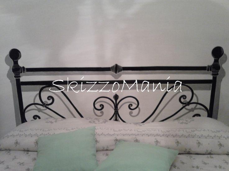 finta testiera del letto disegnata a mano libera su parete