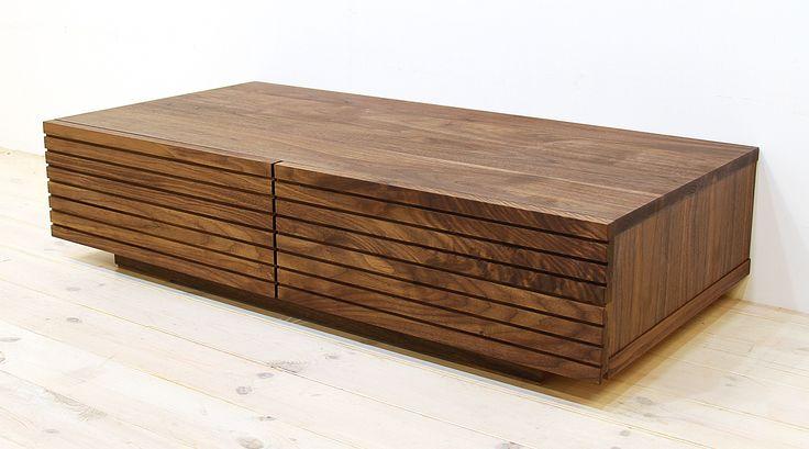 当店のセンターテーブル「風雅(幅1000/ウォールナット)」です。スリットデザインが魅力的で、同一のシリーズでまとめると統一感のある独特の雰囲気感のあるお部屋を演出できます。自然工房【kyno.jp】