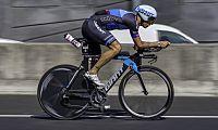 Alex Dowsett cracks hour record at Manchester Velodrome - VeloNews.com