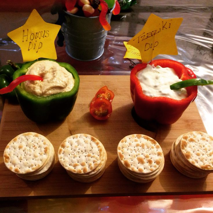 Dips in capsicum bowls 'n' crackers