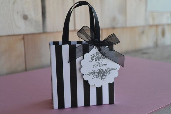 These bags are made by hand and are great to give to your family or friends. They are small but great for candy, chocolates, small bottles of perfume,
