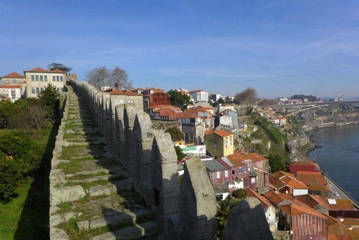 Passeio pela Muralha Fernandina, um dos mais bem guardados segredos do Porto