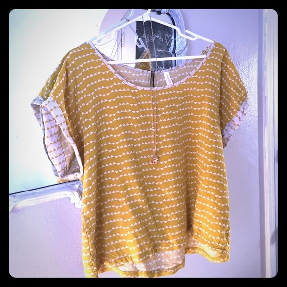 lunch break special!! Size XL hipster shirt This deep yellow and cream print shirt goes adorable with skinny jeans. It has an adorable zipper on the back that gives it a lot of character. Xhilaration Tops Blouses