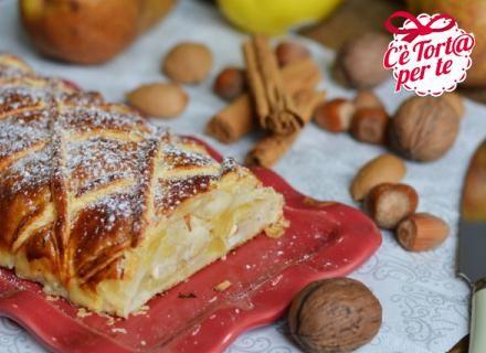 Strudel di mele, pere e frutta seccaINGREDIENTI per lo strudel: 1 rotolo di pasta sfoglia Valle' 2 n di mele 2 n di pere 50 g di nocciole 50 g di mandorle 50 g di noci 1 pizzico di cannella 1 n di limone 2 cucchiai di zucchero di canna