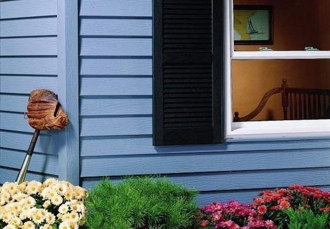 Breathe new life into your aluminum siding by repairing, cleaning, and painting it.