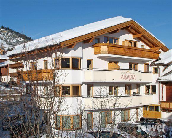 """Aparthotel Albarella in Fiss, Oostenrijk. Een bezoeker op Zoover: """"Hotel Albarella heeft een ideale ligging, vlak bij de piste en midden in centrum.""""  #oostenrijk #wintersport #tirol #fiss #hoteloostenrijk #hotel #hotelwintersport #skien"""