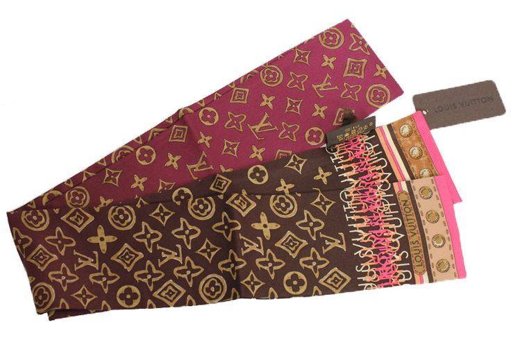 【ルイ・ #ヴィトン #バンドーモノグラム マップ バンドスカーフ カシス #M72696】棒状のシルクスカーフ「バンドーモノグラム マップ」は、表裏ともにモノグラム柄が少しデフォルメされて全面に描かれております。 スカーフとしてはもちろん、バッグにアクセントで巻いて使っていただくなど工夫次第でいろいろとお使いいただけます。画像をクリックして頂きますと、詳細ページをご覧頂けます。 #セブンマルイ質店 TEL06-6314-1005