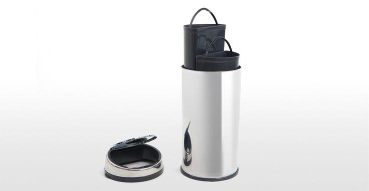 Cette poubelle de tri automatique en inox a l'hygiène pratique.