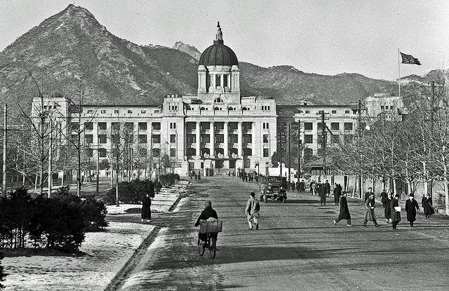 Seoul Capitol(Old Japanese General Government Building) taken by Don O'Brien in 1946 / 1946년 돈 오브라이언이 촬영한 중앙청(옛 조선총독부 건물)
