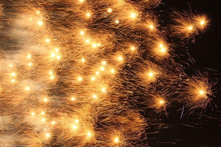 Fireworks | 1/4 sec, f/2.8, 60 mm, ISO 400, tripod
