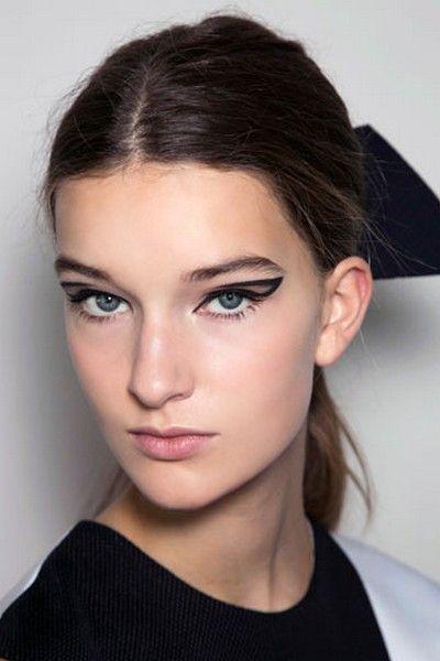 Trucchi di primavera: occhi da gatta con l'eyeliner