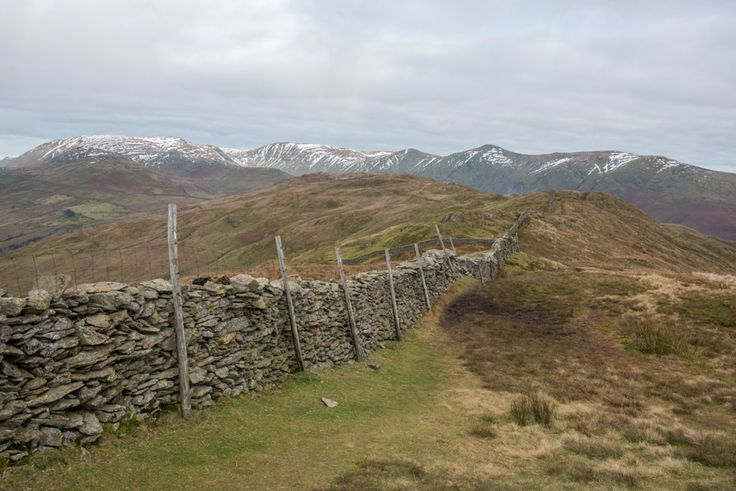 A circular hike around Wansfell Pike