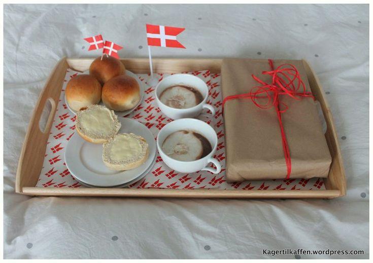 Fødselsdagsboller og varm chokolade from the Kager til Kaffen blog (recipe in Danish)