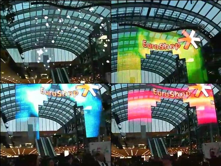 옥외 쇼핑몰의 곡면-투명 LED  기존건물형태 유지, 설치 간편, 양면스크린기능효과