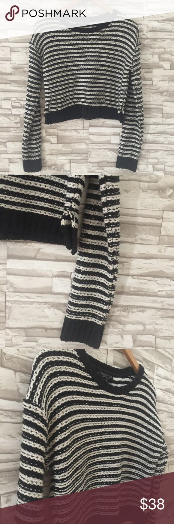 Topshop Tall Heavy Knit Cropped Sweater Topshop Tall Heavy Knit Cropped Sweater  Black and white woven Knit  Great pre-loved condition  Approx measurements: Length: 16.5in Pit to pit: 21in Arms: 22.5in Acrylic  No trades/No lowballing Topshop Sweaters