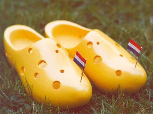 dutch cheese shoes. We don t walk on it but there nice. #Siepelmarkten