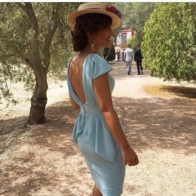 """751 Likes, 23 Comments - Invitada Perfecta by Sandra (@invitada_perfecta) on Instagram: """"Estoy completamente enamorada de este look de @albitape . A pesar de que se trata de un diseño…"""""""