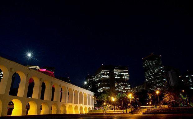 A Lapa é um bairro emblemático das noites cariocas, lá estão casas como o Circo Voador, o Carioca da Gema e a Fundição Progresso
