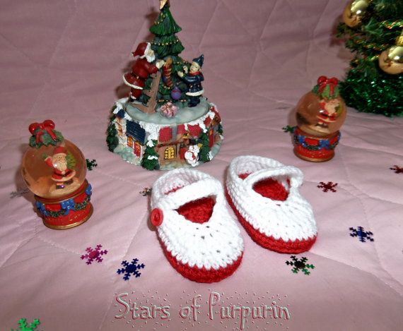 Booties shaped shoe Mary Jane to baby, made to crochet in wool. Perfect for the Christmas season or any time of year.