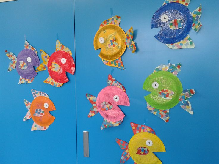 Vis gemaakt van een kartonnen bordje en papier thema: onder water wereld