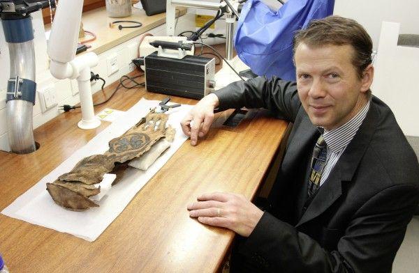 Ein spektakulär verzierter Lederköcher hat die tausend Jahre gut überstanden
