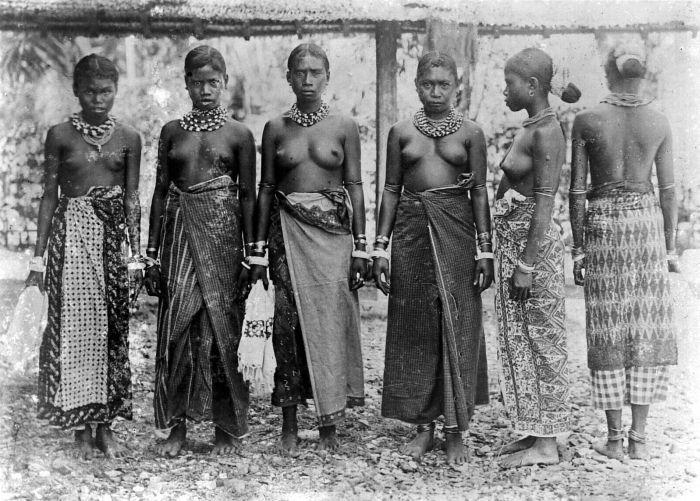 Women of the Molucas, Seram island