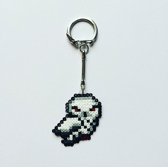 This adorable handmade snowy owl keyring is perfect for all Harry Potter fans!  Made using mini Hama / Perler beads with a silver-plated