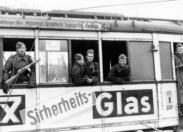 End of the war in Berlin 1945 - Soviet soldiers are photographed in a cable car in Berlin, Germany. Photo: Berliner Verlag / Archive - NO WIRE SERVICE
