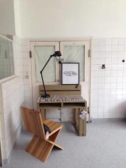 Biurko Motto/ Motto Desk 70x100: styl , w kategorii Domowe biuro i gabinet zaprojektowany przez Tailormade Furniture
