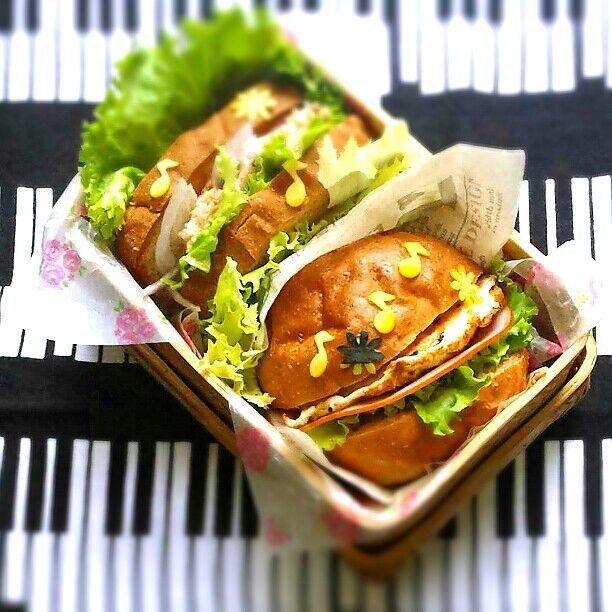 ツナ&紫玉ねぎマリネのサンドイッチ ベーコンレタスと目玉焼きバーガー - 38件のもぐもぐ - 旦那さんの朝ごパン弁当♪ by kyuja