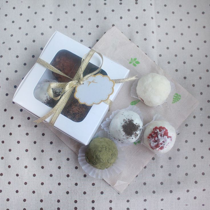 Box of 4 Assorted Chocolate Truffles for only Php 130. You may choose from the following flavors: Classic Chocolate, Dark Chocolate, White Chocolate, Peanut Butter, Cookies & Cream, Red Velvet, Matcha, and Salted Smores. Sweetlings Chocolate Truffles operates in Manila, Philippines.