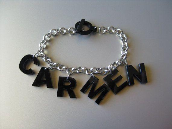 Bracciale con lettere charms e chiusura in plexiglass - LikeCarmen - €6.00