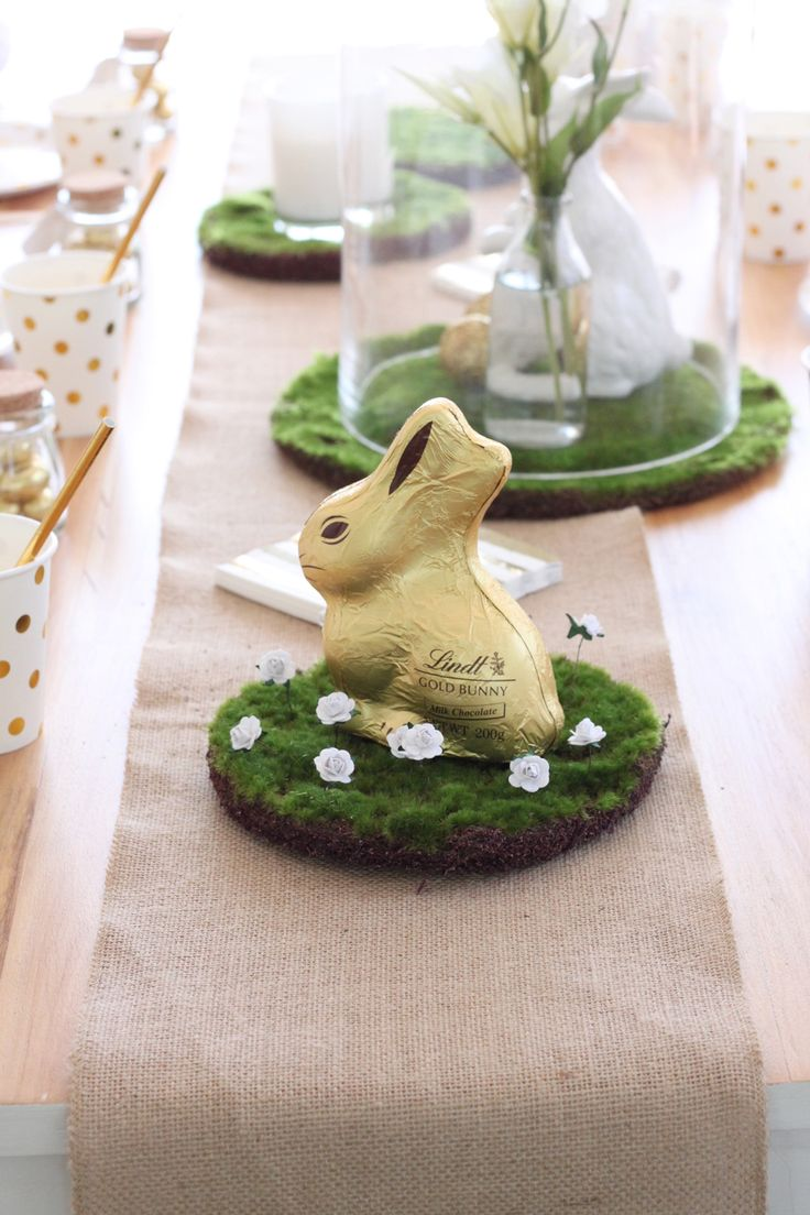 Jute runners and moss pads create a perfect Easter Table centrepiece.  Shop them here http://www.hipandhooray.com.au/easter-gold-white/