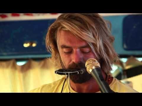 ▶ Xavier Rudd - Follow the Sun (Live in Hollywood, CA) #JAMINTHEVAN - YouTube