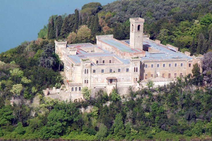 Lago Trasimeno (PG), Isola Maggiore. Castello Guglielmi o Castello Isabella
