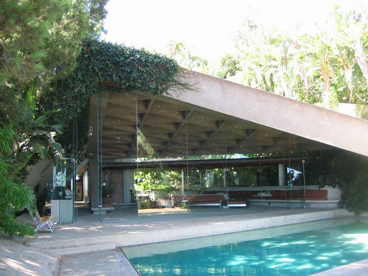 (Courtesy Wikipedia) James Goldstein has donated his landmark house, located on Angelo View Drive, Los Angeles, and designed by prolific West Coast archite